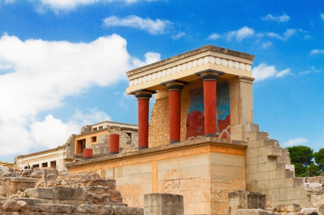 minoan-palace-in-knossos-ancient-ruines-of-famouse-knossos-palace-at-crete-greece-556-4a57